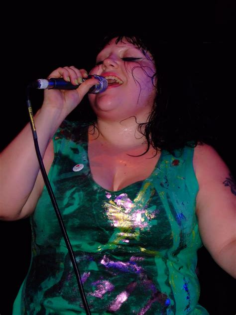 a gossip in yiddish beth ditto