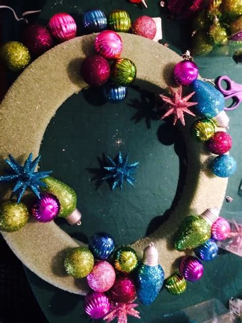 hometalk     christmas bulb wreath