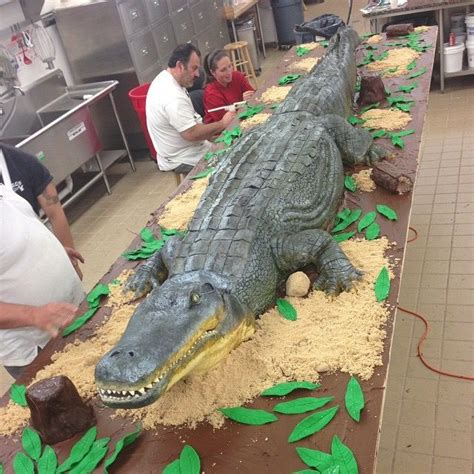 16 Foot Alligator Cake by @carlosbakery (Buddy Valastro