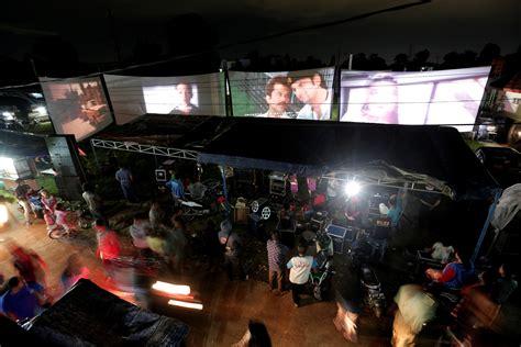 cineplex bogor photo essay indonesian mobile cinema keeps old film