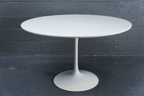 Large Circular Dining Table Large Circular Quot Eero Saarinen Quot Style Dining Table For Sale At 1stdibs