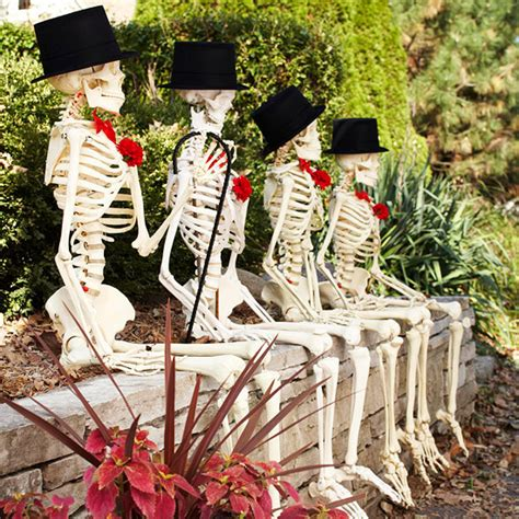 7 ways to decorate with skulls and skeletons for - Skeleton Decoration Ideas