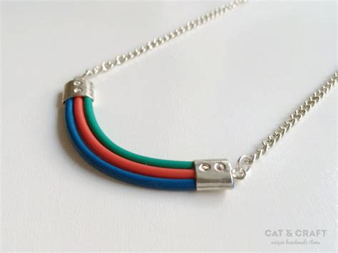 Kalung Etsy 2 Warna 9 perhiasan ini dibuat dari komponen elektronik unik dan