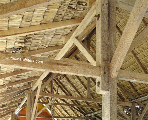 Ijuk Tebu atap anyaman dengan struktur kayu dan bambu