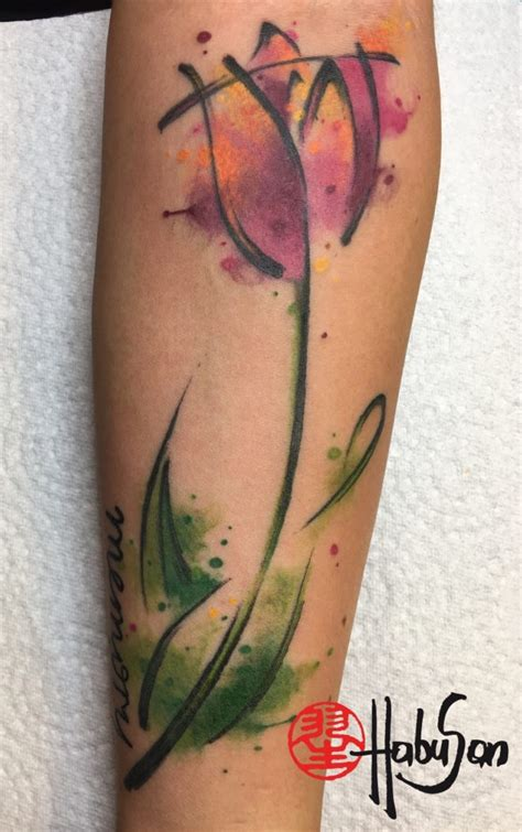 tulpe kalligrafie watercolour tattoo unterarm habu san