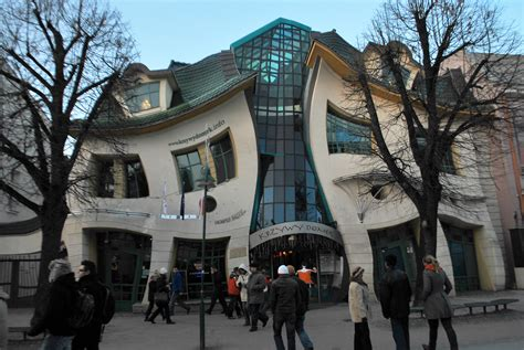 crooked house file the crooked house of sopot poland 3173810231 jpg wikimedia commons