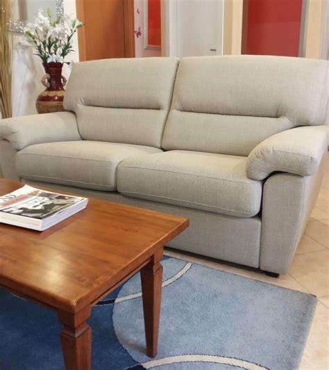 divano tre posti divano tre posti scontato in tessuto divani a prezzi