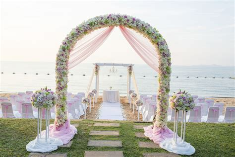 How to Decorate a Wedding Arch with Flowers
