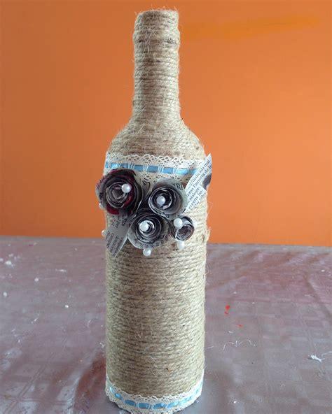 decorar jarrones con esparto botella decorada con cuerda y flores de peri 243 dico bottle