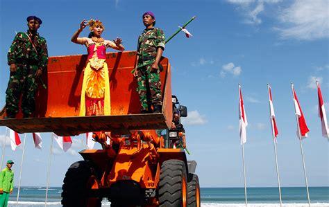 indonesia di hari menyanyi di atas penyodok muat sambutan hari kemerdekaan