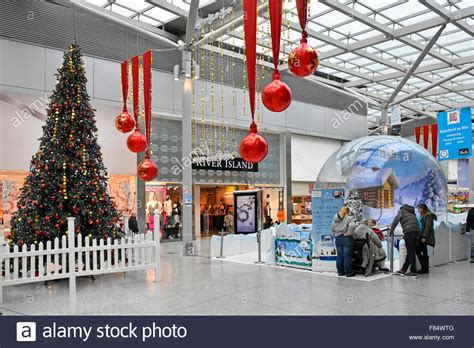 christmas decorations in wandswarth shopping centre london romford liberty shopping centre interior and decorated tree stock photo royalty free