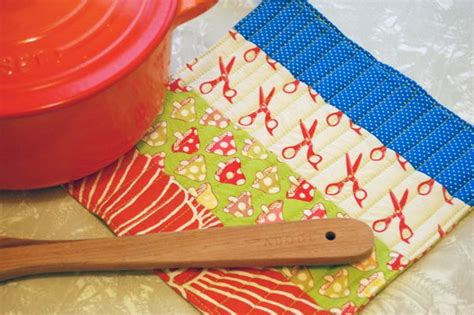 How To Make Quilted Potholders by How To Simple Quilted Potholder