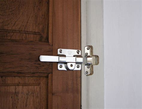 How To Unlock A Bathroom Door From The Outside by How To Open Locked Bathroom Door From Outside How To Unlock A Bedroom Door Without Keyhole