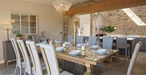 stylish holiday homes  interior designers coast