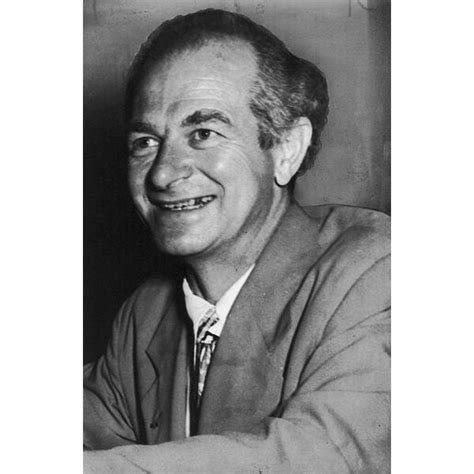 famous scientist linus pauling information how did linus pauling miss the