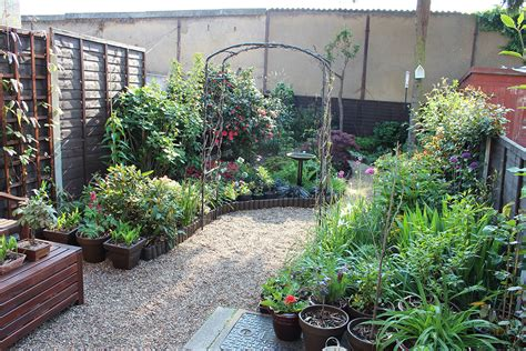 Designs For Small Gardens Without Grass   home 4 garden