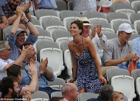 cooking for a crowd a big crowd women living well ashes fan takes a tumble while alastair cook gets nervous