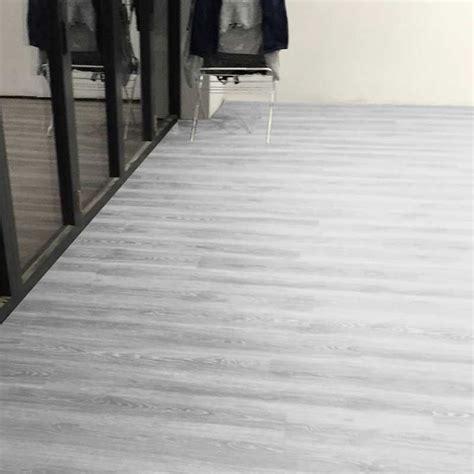 grey flooring bedroom aqua plank grey oak click vinyl flooring factory direct
