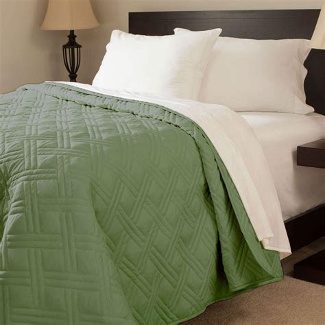 Green King Quilt by Lavish Home Solid Color Green King Bed Quilt 66 40 K G