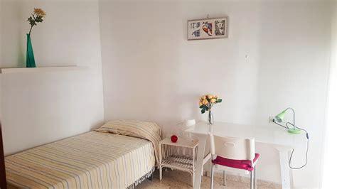 pisos alquiler sevilla estudiantes habitaciones en casa de estudiantes en el centro de