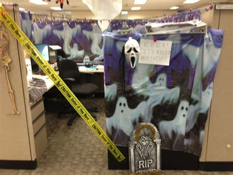 halloween themes for the office best 25 halloween cubicle ideas on pinterest halloween