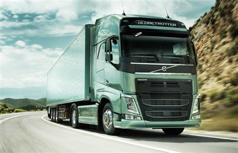 volvo fh globetrotter front three quarters view photo 1