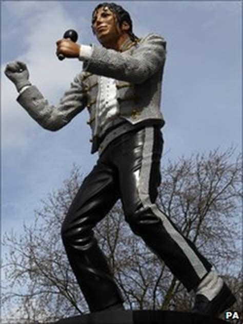 michael jackson statue craven cottage michael jackson fulham fc statue defended by al fayed