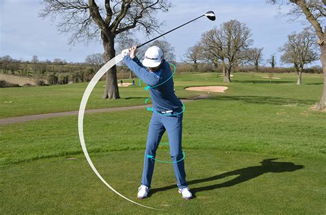 wide stance golf swing narrow your stance to draw the ball