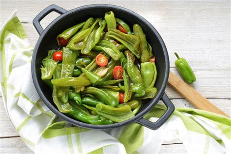 come si cucinano i peperoncini verdi cucinare i peperoni le variet 224 e le ricette per portarli