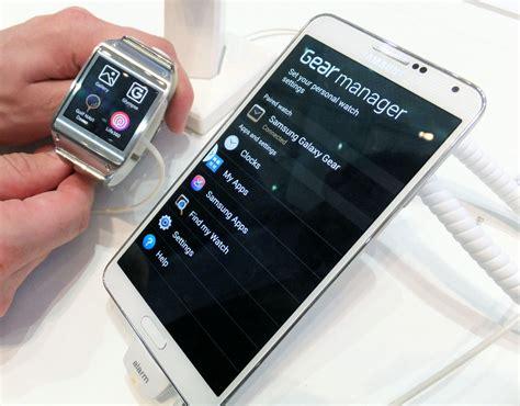 samsung gear wrist slap samsung galaxy gear smartwatch on the