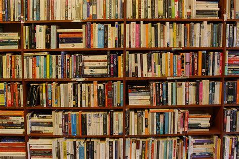 Rak Buku Perpustakaan Rione foto gratis buku rak buku perpustakaan rak gambar