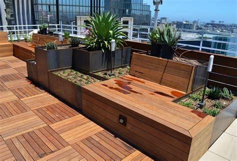 vasi e fioriere per terrazzi fioriere per terrazzi vasi scegliere le fioriere per