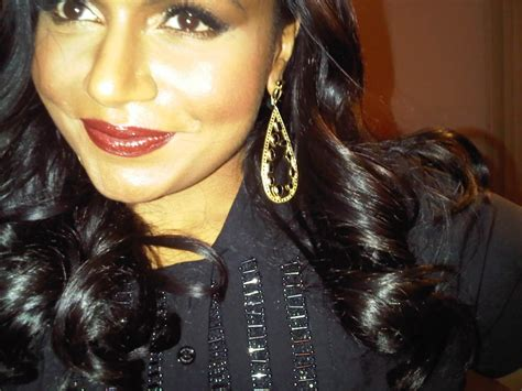 mindy kaling jewelry two golden rings mindy kaling in black style jewelry