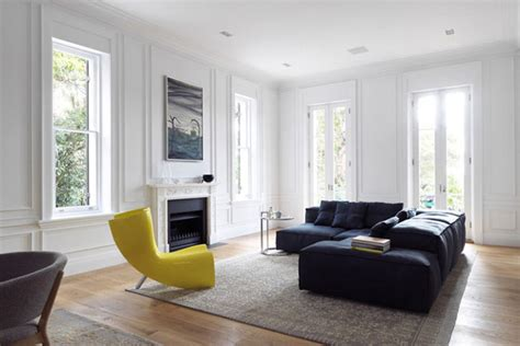 black sofa interior design d 233 coration minimaliste et raffin 233 e