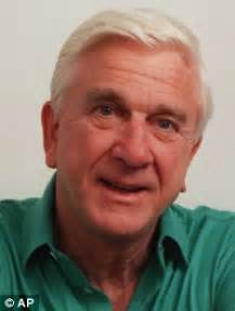 famous old actors comedy actor leslie nielson leslie nielsen dies aged 84 daily mail online