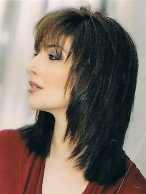 picture of a graduated bo layered front and back view top 10 layered hairstyles for shoulder length hair front