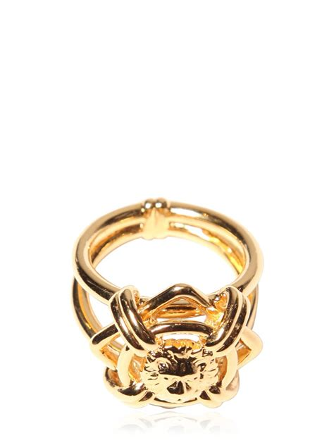 Ring Metalik Helli versus ring in metallic for lyst