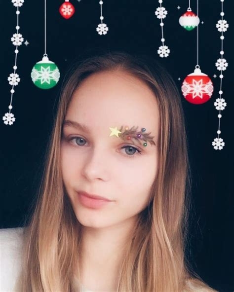images of christmas eyebrows people are turning their eyebrows into christmas trees