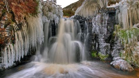 frozen waterfall wallpaper frozen waterfall in wellington desktop wallpapers 1600x900