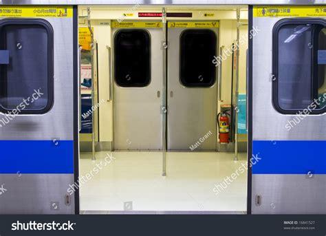 Metro Opens Doors by Metro Doors Platform Screen Doors Frames Chawri Bazar