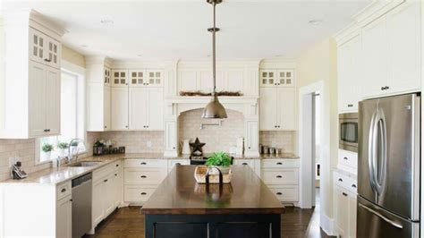 Rug In Dining Room by 15 Traditional And White Farmhouse Kitchen Designs Home