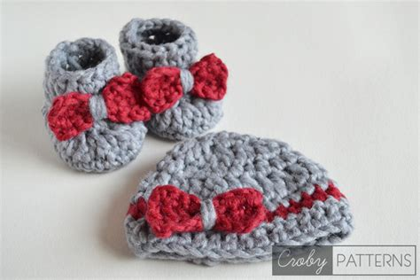 pering gift set red heart yarns free patterns pinterest 16 beautiful handmade baby gift sets with free crochet