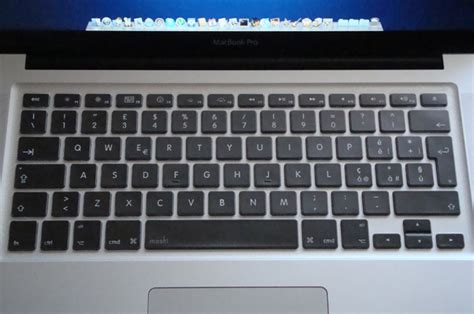 Macbook Di Usa macbook pro protetto con rigido pellicola antiglare sul display e protezione per la tastiera