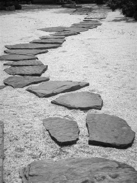 Stepping Stones into the Japanese Gardens | Richie