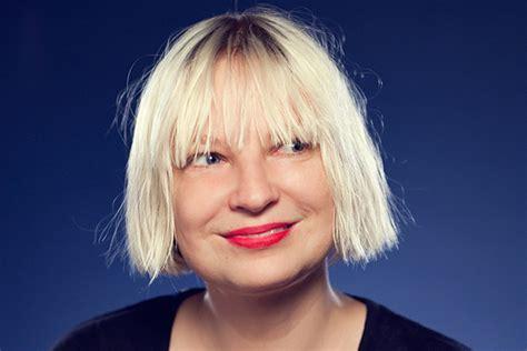 Chandelier By Sia Lyrics сиа воспроизвела клип Chandelier на шоу эллен дедженерес