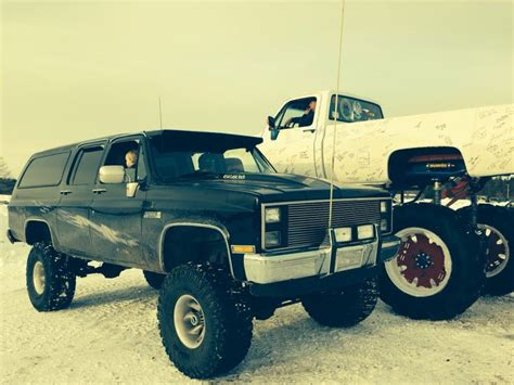 1988 gmc suburban 10 quot lift on 35s with a big block 454
