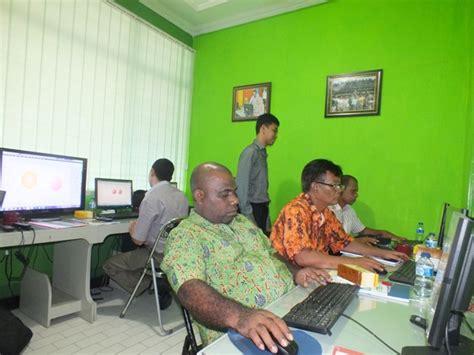 desain komunikasi visual pekerjaan lpmp papua mengikuti pelatihan bidang teknologi informasi