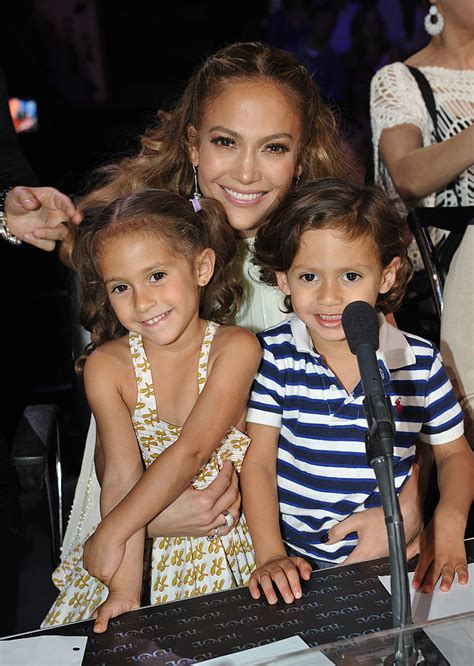 jennifer lopezs daughter looked    mom