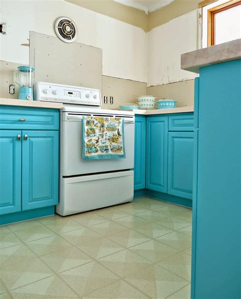 Turquoise Painted Kitchen Cabinets Kitchen Progress Turquoise Cabinets Check Dans Le Lakehouse