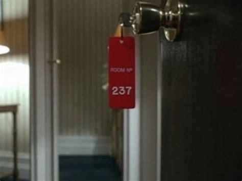 los enigm 225 ticos mensajes ocultos de la pel 237 cula el resplandor que seguro no detectaste mitos